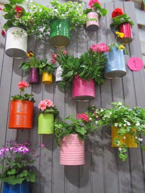 Decoração vasos flores parede latas