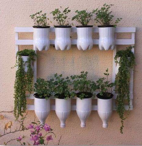 Jardim vertical garrafa PET simples