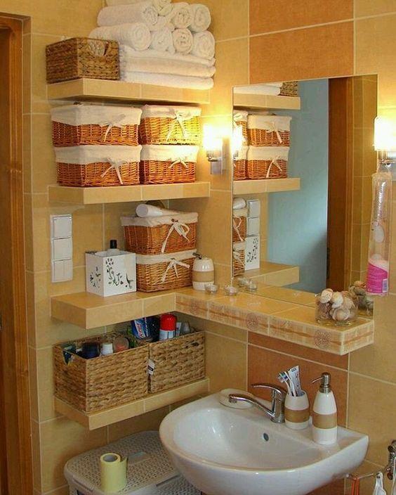 como organizar banheiro pequeno prateleiras