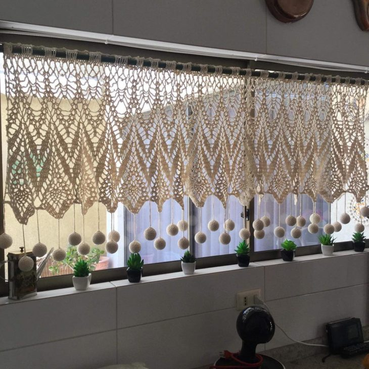 cortina banheiro croche pompom
