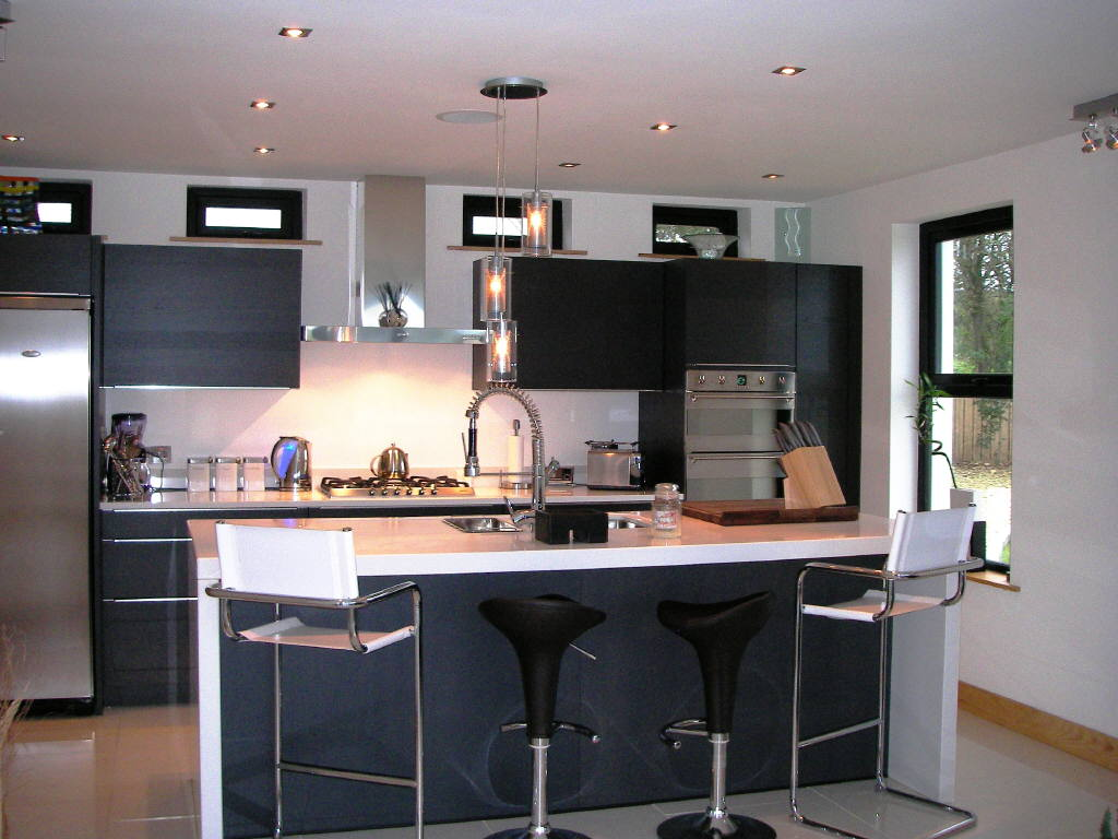 #9B5B30 Dicas para Decorar uma Cozinha Americana 1024x768 px Como Decorar Um Balcão De Cozinha Americana #1691 imagens