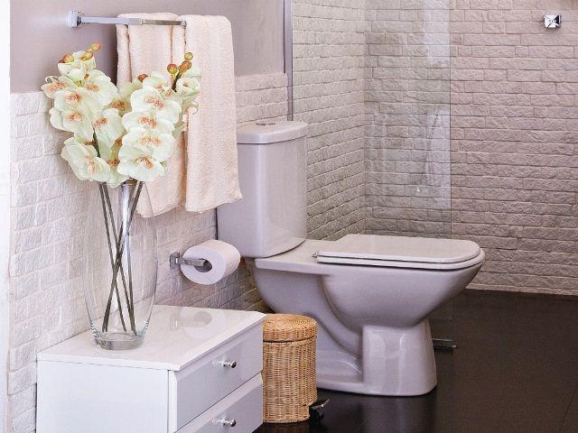 decoracao arranjo flores artificiais banheiro