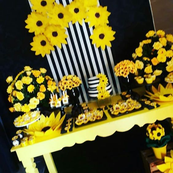 20 + Ideias Para Decoraç u00e3o Preta Para Sua Casa -> Decoração De Girassol Para Aniversario
