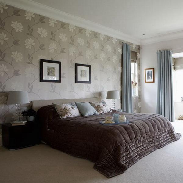 quarto decorado com papel de parede