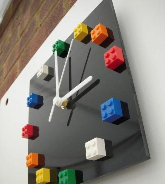 relogio material reciclado lego