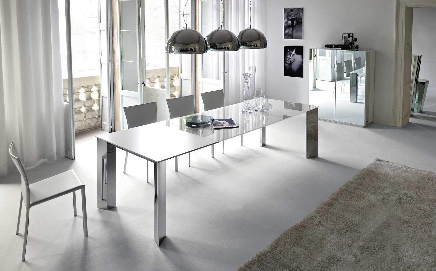 sala de jantar grande e elegante